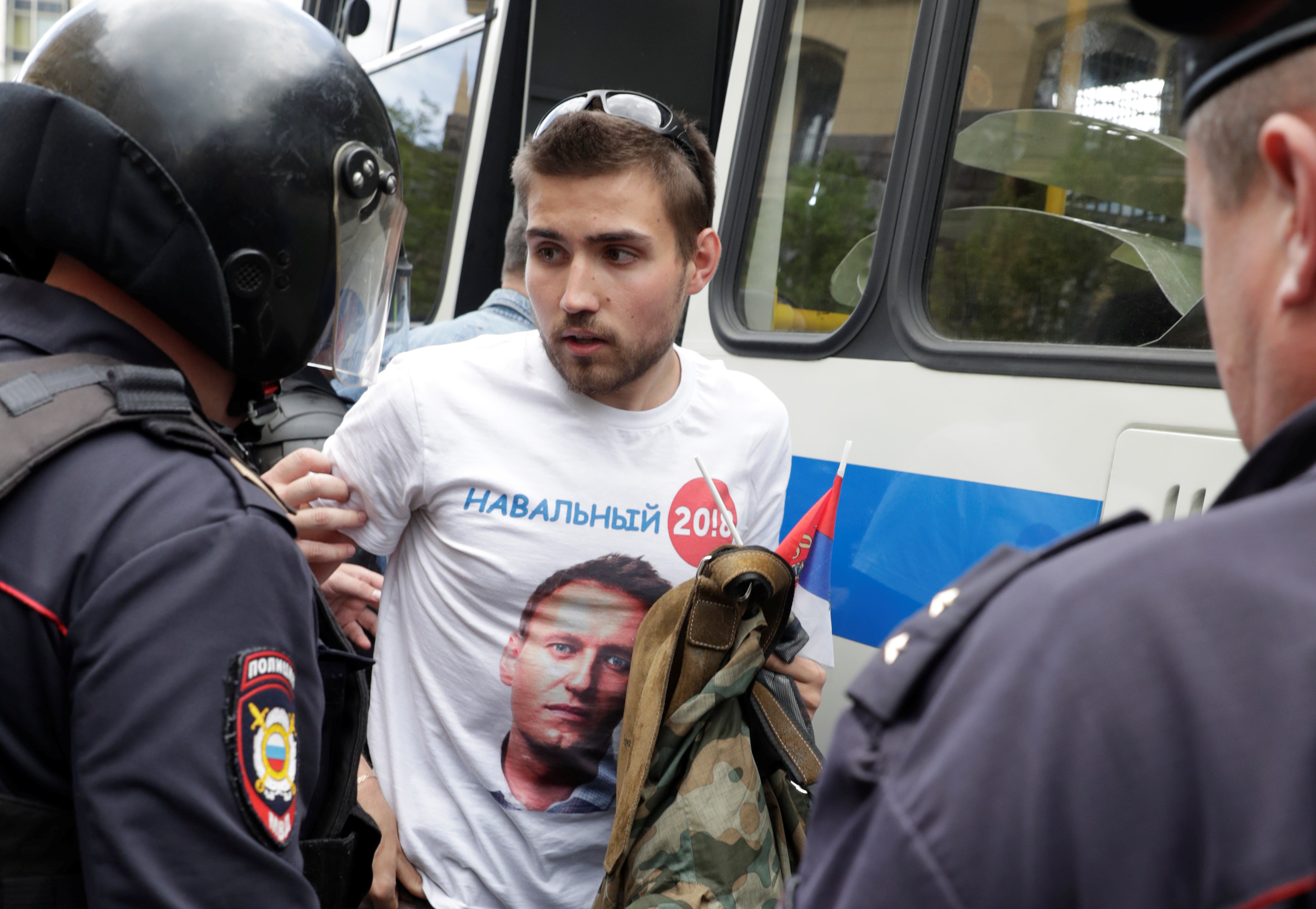 Riot police detain a man dressed in a t-shirt depicting opposition leader Alexei Navalny, during the Navalny-led anti-corruption protest in central Moscow, Russia on June 12, 2017. (REUTERS/Tatyana Makeyeva)