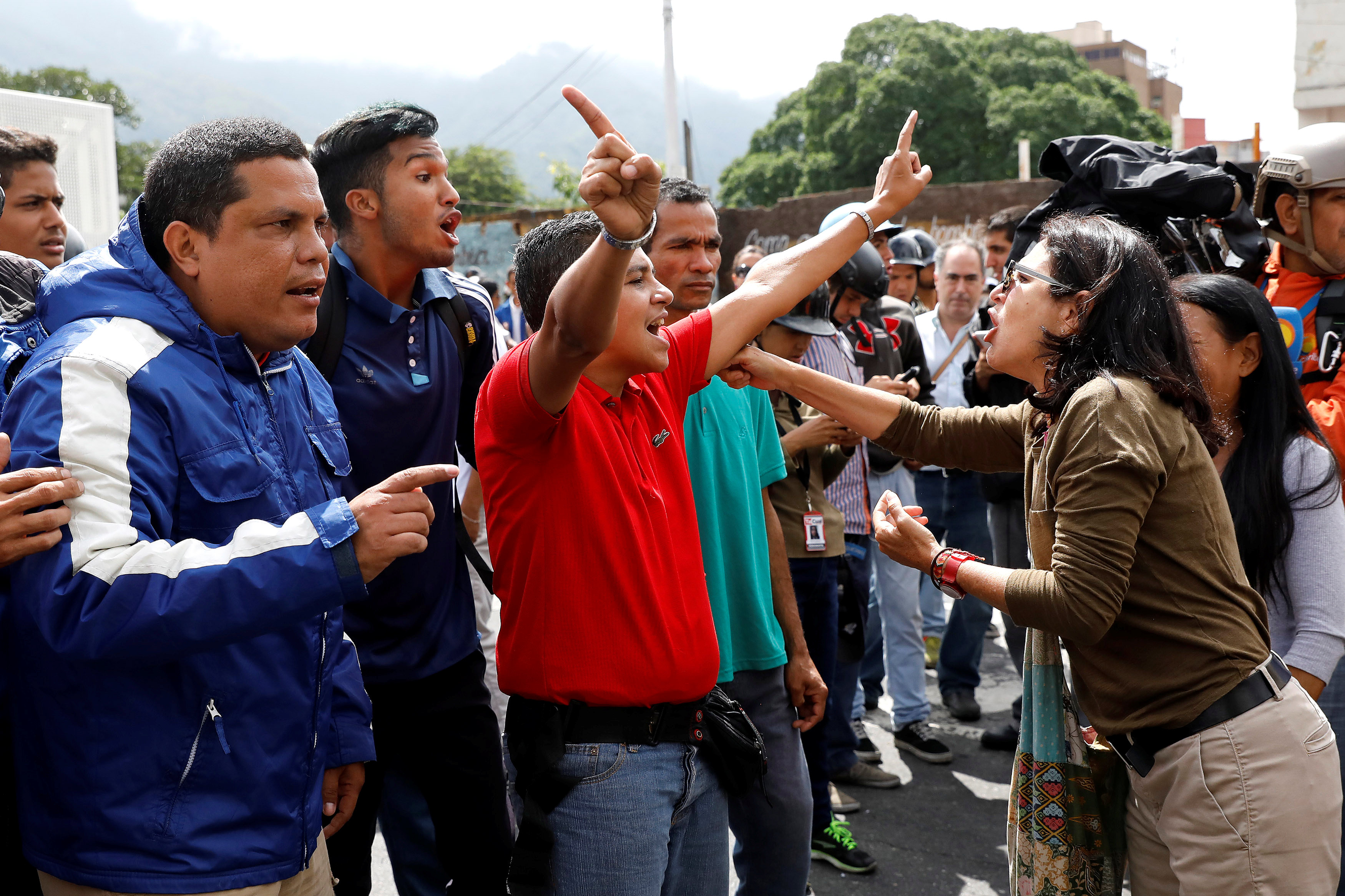 Opposition supporters and pro-government supporters clash near Supreme Justice Court headquarters during a rally against the National Constituent Assembly, which plans to reform the constitution in Caracas, Venezuela on June 12, 2017. (REUTERS/Carlos Garcia Rawlins)