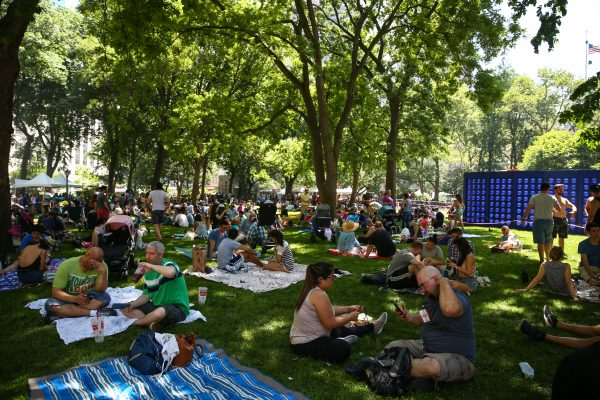 The crowd enjoying barbecue at the 15th annual Big Apple Barbecue Block Party. (Benjamin Chasteen/The Epoch Times)
