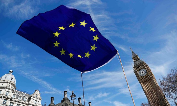 An EU flag flies above Parliament Square during a Unite for Europe march, in London, Britain March 25, 2017.  (REUTERS/Peter Nicholls)