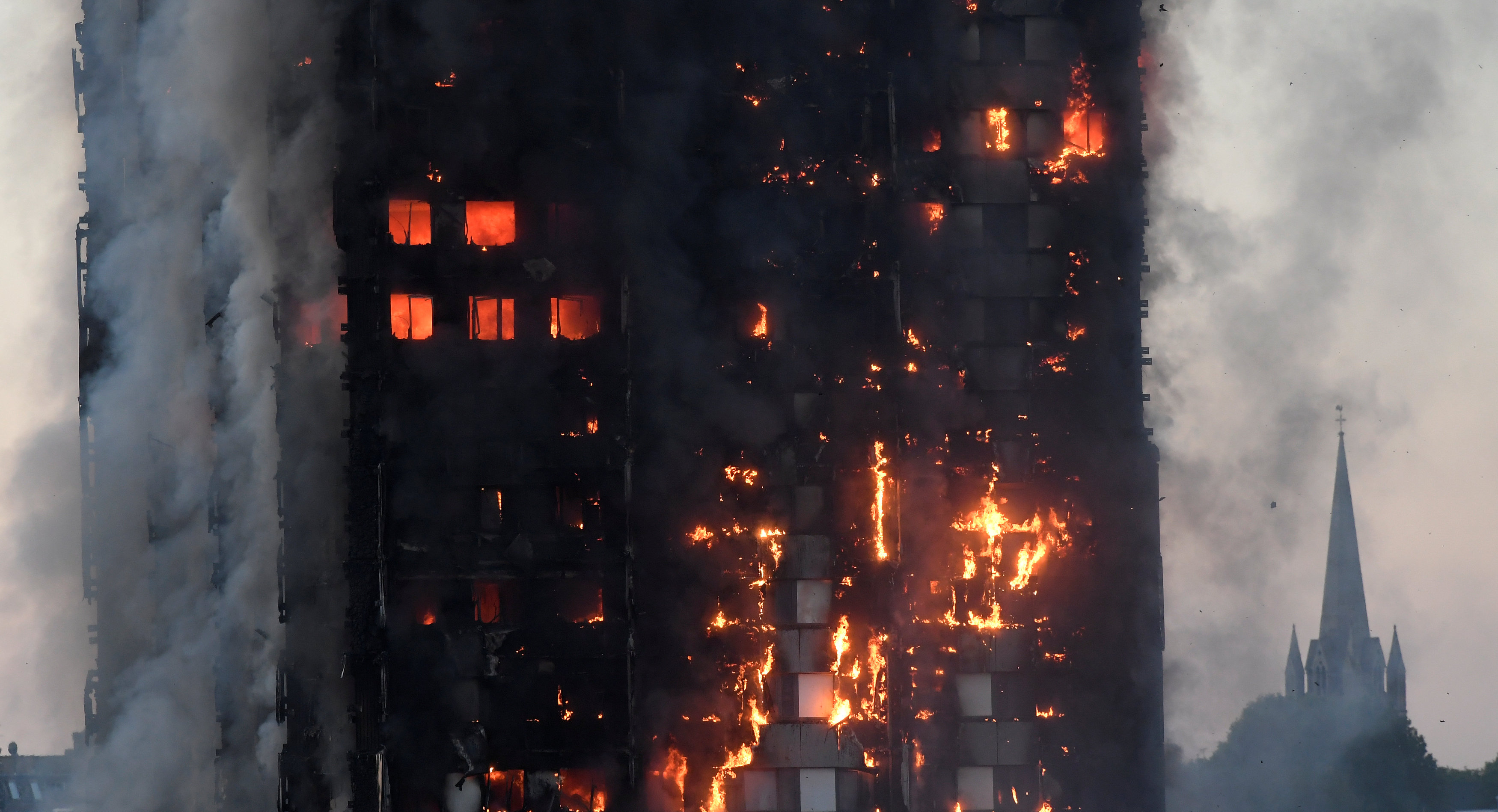 Flames and smoke engulf a tower block, in  West London, Britain on June 14, 2017. (REUTERS/Toby Melville)
