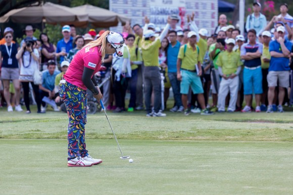 Hong Kong Open winner Supamas Sangchan of Thailand sinks her final put on the 18th green before claiming the EFG Hong Kong Ladies Open title at Fanling Golf Club, on Sunday June 11, 2017. (Dan Marchant)