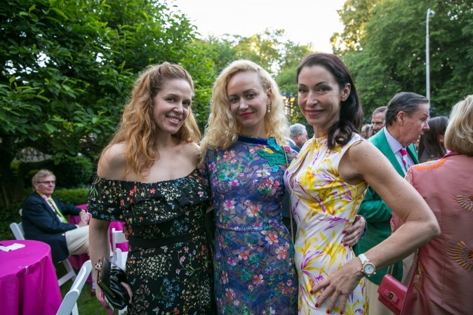 Guests at the Frick's Fifth Avenue Garden as The Flail performs. (Benjamin Chasteen/The Epoch Times)