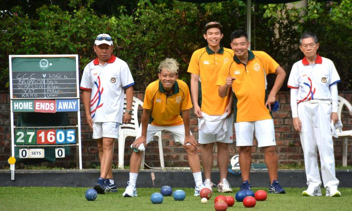 A happy Craigengower Cricket Club team (yellow shirts) skipped by Lee Ka Ho (not in photo) were on their way to defeating Kowloon Bowling Green Club in their league meeting last Saturday, June 10.  However, the game eventually finished 4-4 as the other two rinks lost to their opponents. (Stephane Worth)
