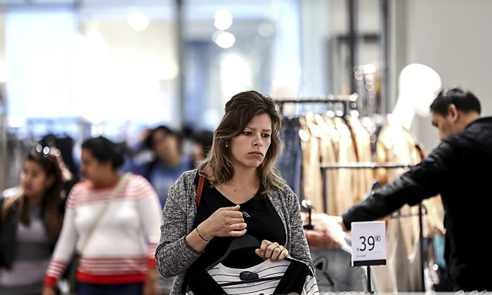 Customers shop for clothing at a Zara store in Auckland, New Zealand, on Oct. 6, 2016. (Phil Walter/Getty Images)