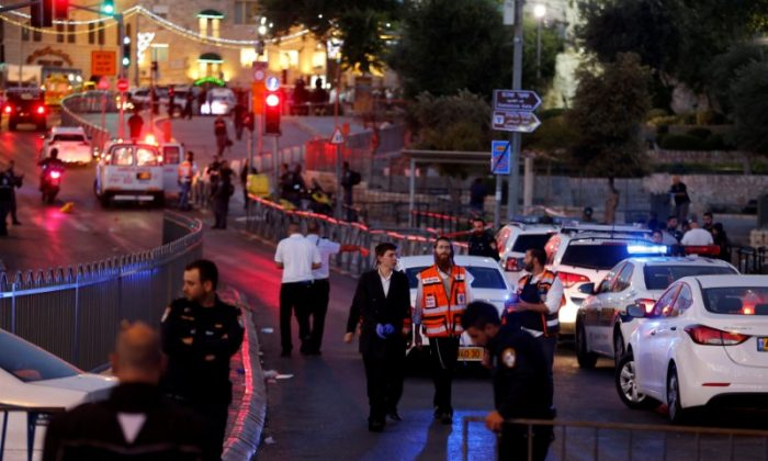 Israeli policemen secure the scene of the shooting and stabbing attack outside Damascus gate in Jerusalem's old city on June 16, 2017. (REUTERS/Ammar Awad)