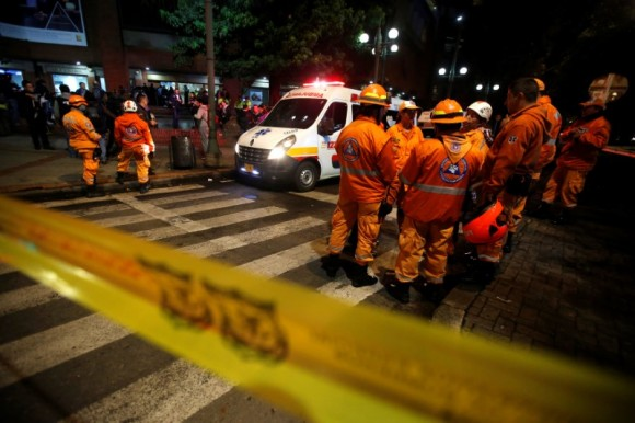 Rescue personnel and an ambulance are seen behind yellow tape outside the Andino shopping center after an explosive device detonated in a restroom, in Bogota, Colombia June 17, 2017. (Reuters/Jaime Saldarriaga)