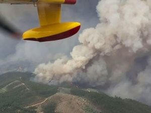 Aerial view of a forest fire is seen from the cabin of a Spanish fire fighting plane near Pedrogao Grande, Portugal on  June 18, 2017. (Spanish Defence Ministry-Spanish Air Force/Handout via REUTERS)