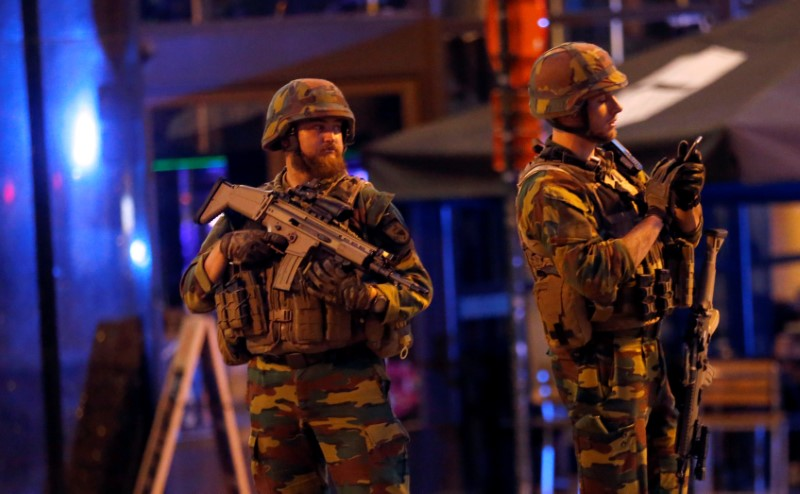 Belgian troops take up position following an explosion at Central Station in Brussels, Belgium, June 20, 2017.     REUTERS/Francois Lenoir