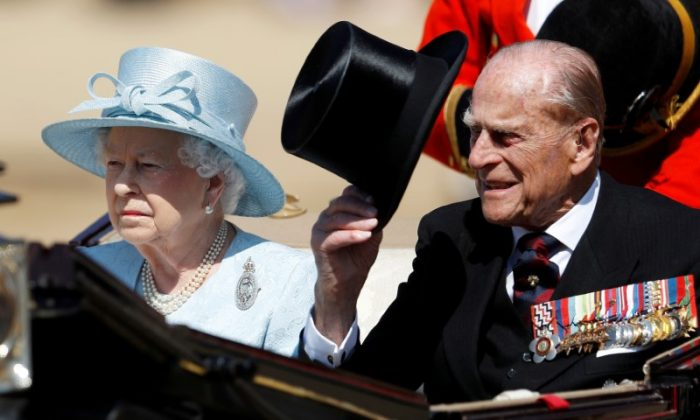 Britain's Queen Elizabeth and Prince Philip attend Trooping the Colour in London, Britain on June 17, 2017. (REUTERS/Peter Nicholls)