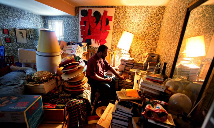 A man prepares to clean out his mother's home of belongings. (Sandy Huffaker/Getty Images for YOU Magazine)