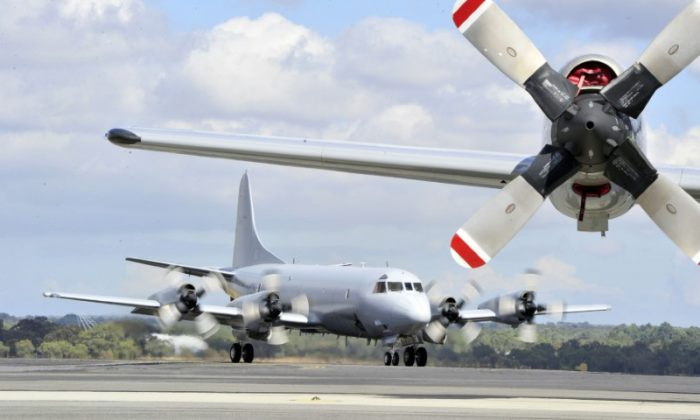 File photo: A Royal Australian Air Force (RAAF) Orion aircraft (back) prepares to take off from RAAF Base Pearce near Perth April 6, 2014. (Reuters/Richard Polden)