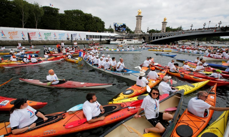 Kayakers are seen on the River Seine near the Pont Alexandre III bridge in Paris, France, June 23, 2017 as Paris transforms into a giant Olympic park to celebrate International Olympic Days with a variety of sporting events for the public across the city during two days as the city bids to host the 2024 Olympic and Paralympic Games.  REUTERS/Jean-Paul Pelissier