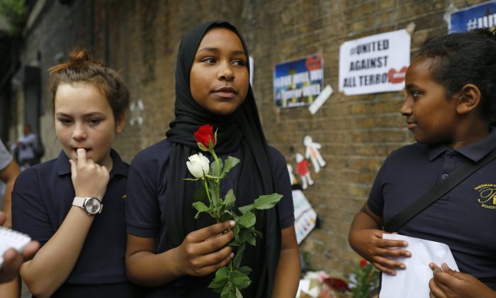 Children from Pakeman Primary School arrive to lay flowers in tribute to the victims of the 19 June van  attack outside the Finsbury Mosque in north London. (TOLGA AKMEN/AFP/Getty Images)