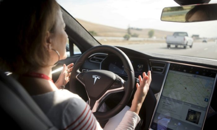 File photo: New Autopilot features are demonstrated in a Tesla Model S during a Tesla event in Palo Alto, California October 14, 2015. (Reuters/Beck Diefenbach/File Photo)