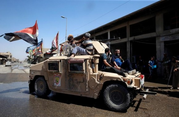 Displaced civilians rescued by Iraqi security forces from battle at Old City are pictured as they are transported from an armoured vehicle to an emergency clinic in western Mosul, Iraq June 23, 2017.  (Reuters/Erik De Castro)