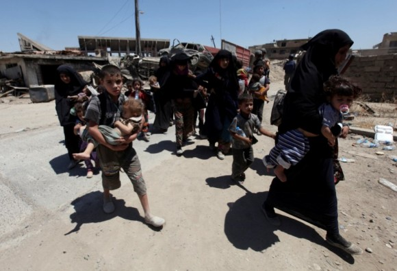 Displaced women and children who fled from clashes walk in the Old City of Mosul, Iraq June 24, 2017. (Reuters/Azad Lashkari)