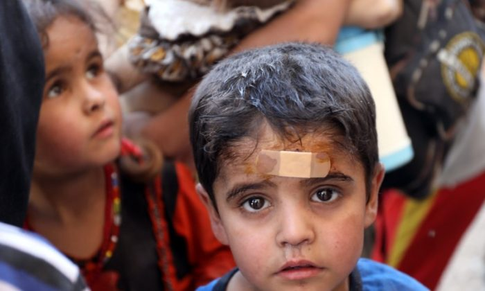 An injured displaced Iraqi child is seen after escaping from Mosul's Old City during fighting between Iraqi security forces and Islamic State militants in Mosul, Iraq June 24 2017. (Reuters/Marius Bosch)