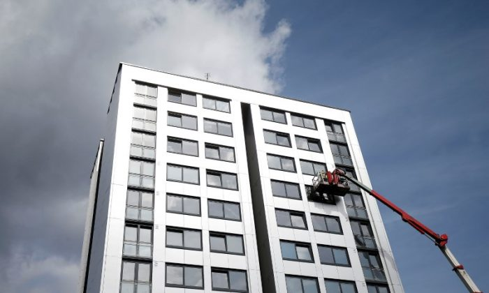 Cladding is removed from the side of Whitebean Court in Salford, Manchester, Britain June 26, 2017. (Reuters/Andrew Yates)