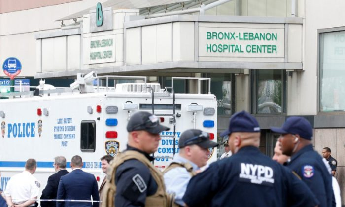 NYPD officers work outside Bronx-Lebanon Hospital, after an incident in which a gunman fired shots inside the hospital in New York City, U.S. June 30, 2017.  (Reuters/Brendan McDermid)