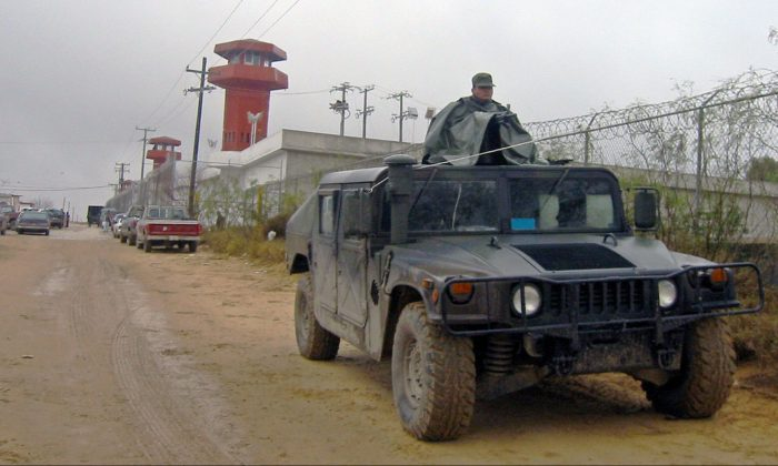 Mexican military and police forces guard a prison in Nuevo Laredo (Northern Mexico, bordering with US) in January 2005. (Raul Llamas/AFP/Getty Images)