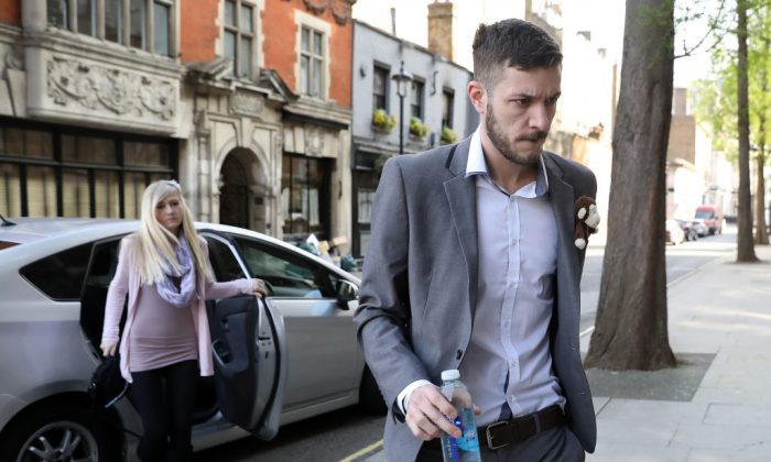 Parents of Charlie Gard, Chris Gard and Connie Yates, walk through the grounds of the Royal Courts of Justice on April 7, 2017 in London, United Kingdom.  (Photo by Dan Kitwood/Getty Images)