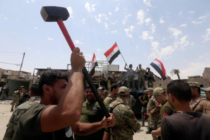 Members of the Emergency Response Division celebrate in the Old City of Mosul, Iraq July 8,2017. (Reuters/Alaa Al-Marjani)