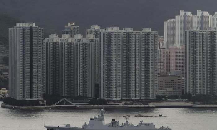 The Yinchuan (175), a Type 052D destroyer of China's People's Liberation Army Navy (PLAN), provides an escort ahead of the Liaoning aircraft carrier into the Lamma Channel as it arrives in Hong Kong territorial waters on July 7, 2017.   (TENGKU BAHAR/AFP/Getty Images)
