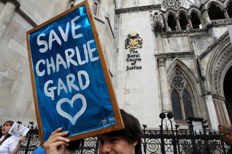 People campaign to show support for allowing Charlie Gard to travel to the United Stated to receive further treatment, outside the High Court in London, Britain July 13, 2017. (REUTERS/Peter Nicholls)