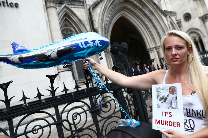 A campaigner holds a banner to show support for allowing Charlie Gard to travel to the United States to receive further treatment, outside the High Court in London, Britain, July 10, 2017. (REUTERS/Neil Hall)