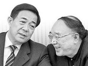 Former Chongqing mayor Huang Qifan (R) with disgraced Chongqing Communist Party secretary Bo Xilai, sometime before the downfall of the latter. (creaders.net)