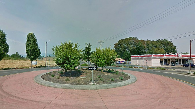 The convenience store where Donahue parked and where police arrested her. (Google Maps)