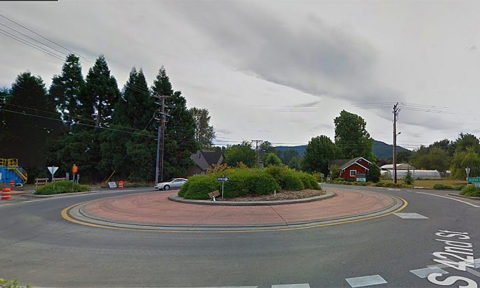 The roundabout where Donahue was continually circling when she was convinced to pull over. (Google Maps)