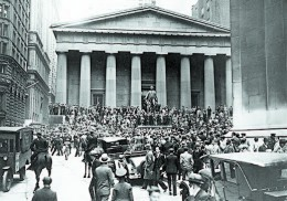The Sub-Treasury Building opposite the Wall Street Stock Exchange at the time of the crash of 1929. Debt-driven speculation was a big part of the 1920s stock bubble that led to fleeting paper wealth while times were good and economic ruin in the long run. (HULTON ARCHIVE/GETTY IMAGES)