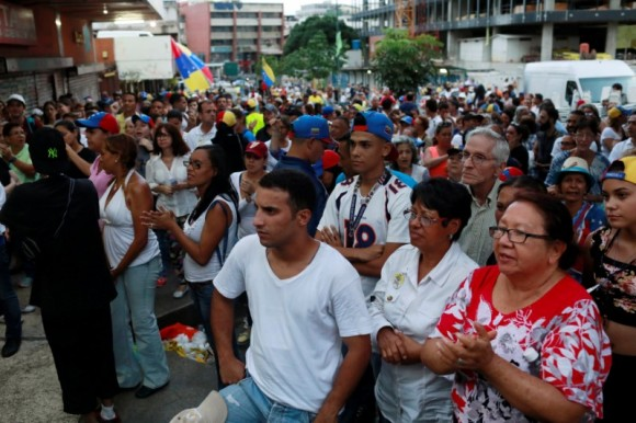 Opposition supporters wait near a polling station for results of an unofficial plebiscite against President Nicolas Maduro's government and his plan to rewrite the constitution, in Caracas, Venezuela July 16, 2017. (Reuters/Marco Bello)