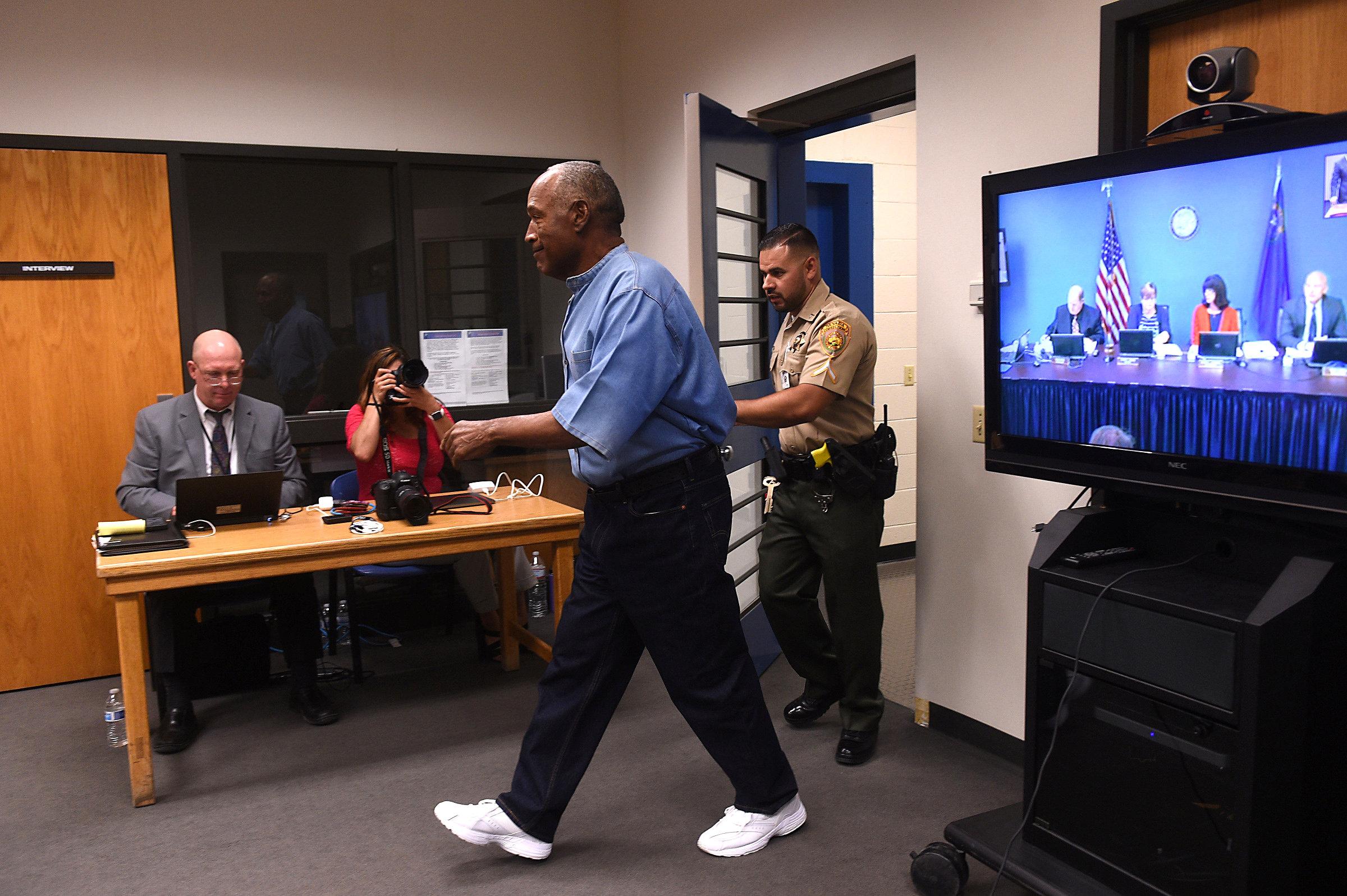 O.J. Simpson arrives for his parole hearing at Lovelock Correctional Centre in Lovelock, Nevada, U.S. July 20, 2017.  REUTERS/Jason Bean/POOL