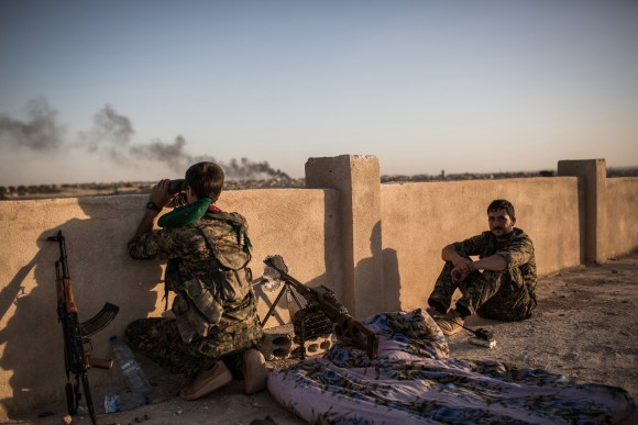 Kurdish fighters are pictured during clashes with fighters from the Islamic State group on the outskirts of Syrian city of Hasakeh on June 30, 2015.  (UYGAR ONDER SIMSEK/AFP/Getty Images)