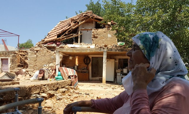 A woman sits outside of her damaged house after an earthquake in the village of Yaliciftlik near the resort town of Bodrum in Mugla province, Turkey, July 21, 2017. REUTERS/Kenan Gurbuz