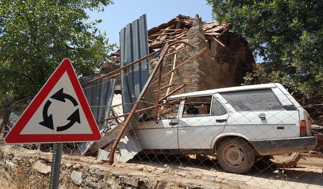 A damaged car and a house are seen after an earthquake in the village of Yaliciftlik near the resort town of Bodrum in Mugla province, Turkey on July 21, 2017. (REUTERS/Kenan Gurbuz)