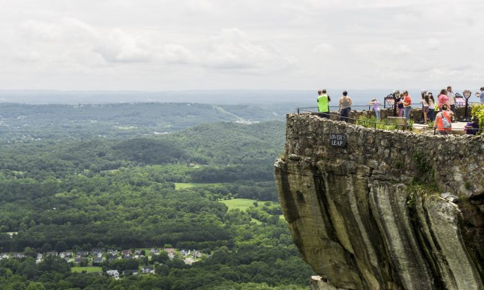 Rock City's Lover's Leap offers breathtaking views. (Crystal Shi/The Epoch Times)