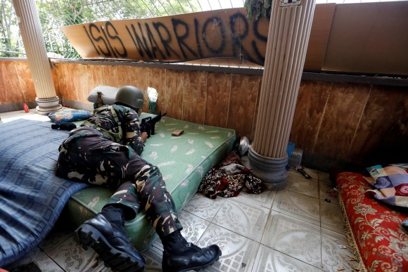 File photo: A Filipino soldier lies on a mattress at their combat position in a house as government troops continue their assault against insurgents from the Maute group in Marawi city, Philippines July 1, 2017. (Reuters/Jorge Silva)
