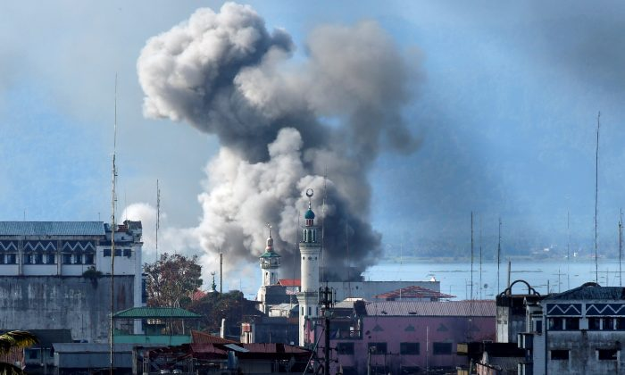 An explosion is seen after a Philippines army aircraft released a bomb during an airstrike as government troops continue their assault against terrorists from the Maute group in Marawi city June 27, 2017. (Reuters/Jorge Silva)