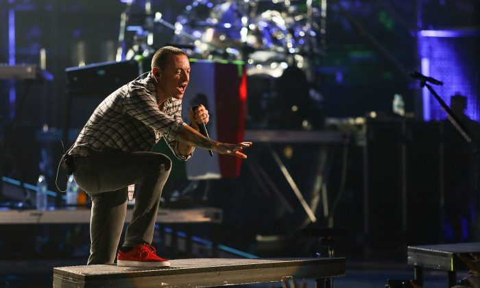 Singer Chester Bennington of Linkin Park performs onstage at the MTV World Stage Monterrey Mexico 2012 at Arena Monterrey on September 12, 2012 in Monterrey, Mexico.  (Photo by Victor Chavez/Getty Images)