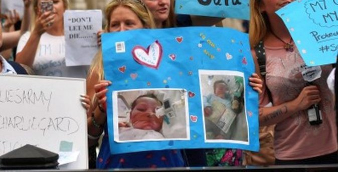 People gather in support of continued medical treatment for critically-ill 10-month old Charlie Gard in London on July 6, 2017. (Ben Stansall/AFP/Getty Images)