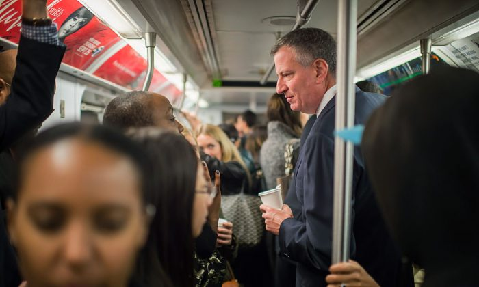 File Photo: Mayor of New York Mayor Bill de Blasio takes the subway on his route to City Hall, on October 24, 2014. (Photo by Rob Bennett/Office of Mayor of New York/Getty Images)