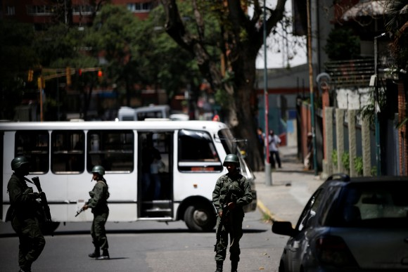 Venezuelan soldiers stand outside a school where a polling center will be established for a Constitutional Assembly election next Sunday, in Caracas, Venezuela, July 24, 2017. (Reuters/Andres Martinez Casares)