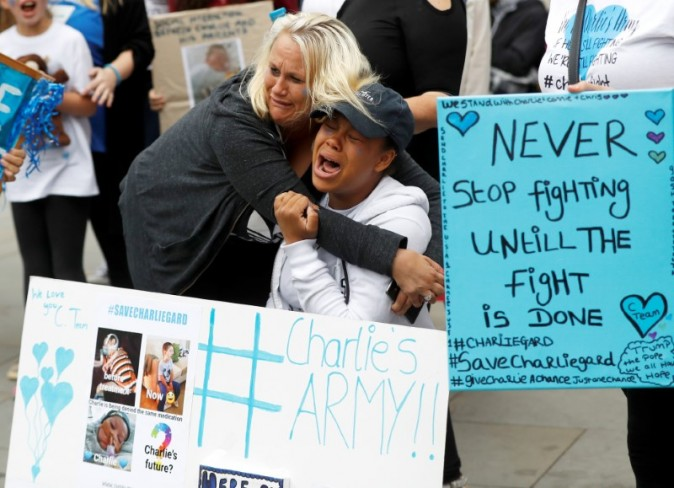 Supporters of Charlie Gard's parents react outside the High Court during a hearing on the baby's future, in London, Britain on July 24, 2017. (REUTERS/Peter Nicholls)