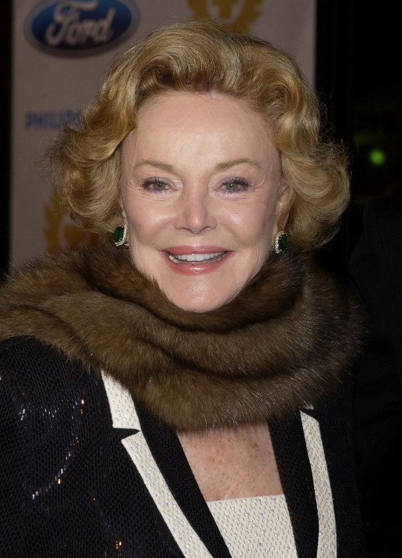 """FILE PHOTO - Barbara Sinatra arrives as a guest for the """"Ocean's Twelve"""" gala black tie premiere in the Hollywood section of Los Angeles, California, U.S. on December 8, 2004.   REUTERS/Jim Ruymen/File Photo"""