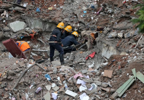 Firefighters remove debris as they search for survivors at the site of a collapsed building in the suburbs of Mumbai, India July 26, 2017. (Reuters/Shailesh Andrade)
