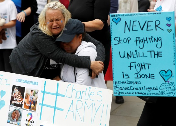 Supporters of Charlie Gard's parents react outside the High Court during a hearing on the baby's future, in London, Britain. (Reuters/Peter Nicholls)